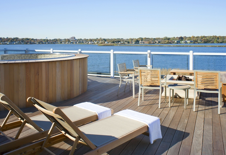 Newport Beach Hotel & Suites, Middletown, Terrace/Patio