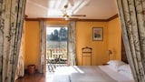 Choose This Romantic Hotel in Martillac -  - Online Room Reservations