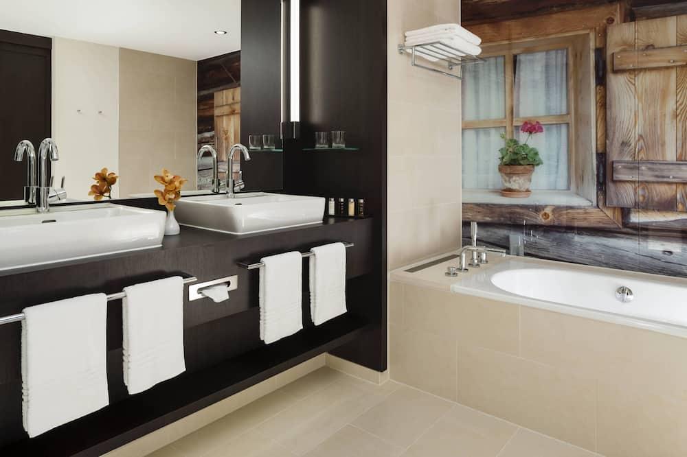 Suite, 1 Bedroom, Non Smoking - Bathroom