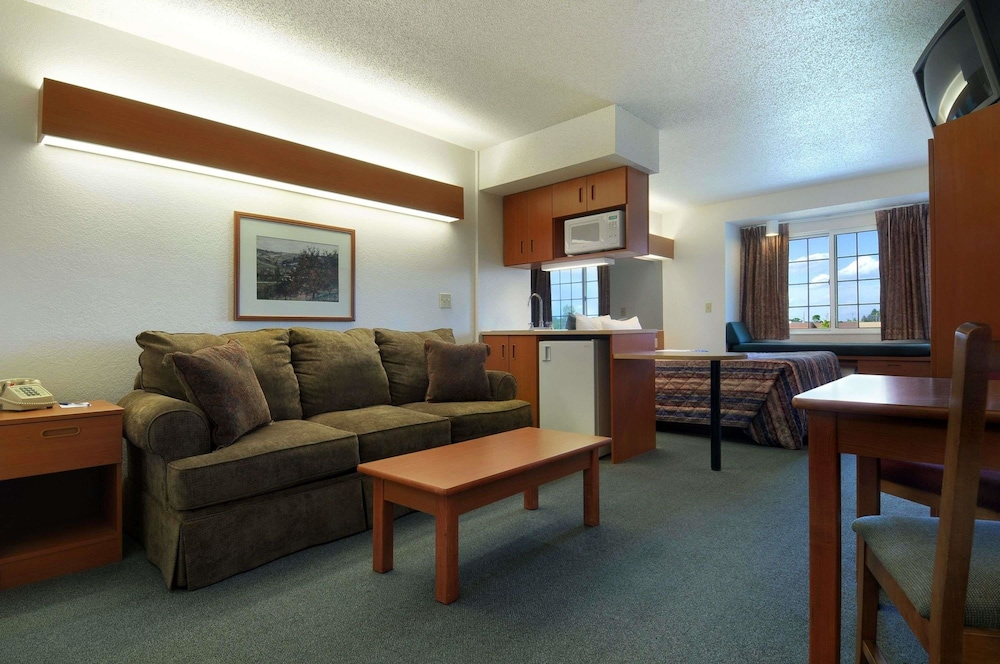Microtel Inn U0026 Suites By Wyndham Owatonna, Owatonna, Suite, 1 Queen Bed,