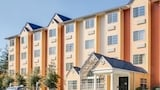 Choose This Cheap Hotel in Pigeon Forge