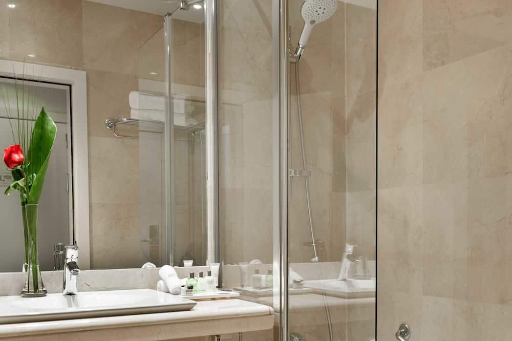 Premium-Zimmer, Mehrere Betten (Single Use) - Badezimmer