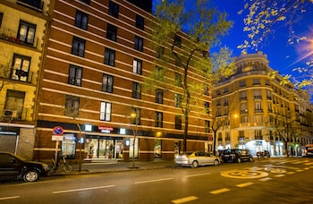 Enter your dates for special Madrid last minute prices