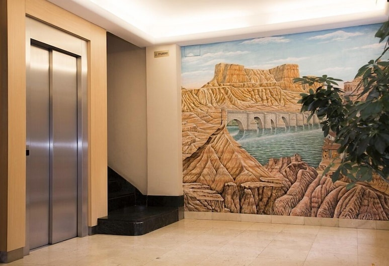 Hotel Delta, Tudela, Rezeption