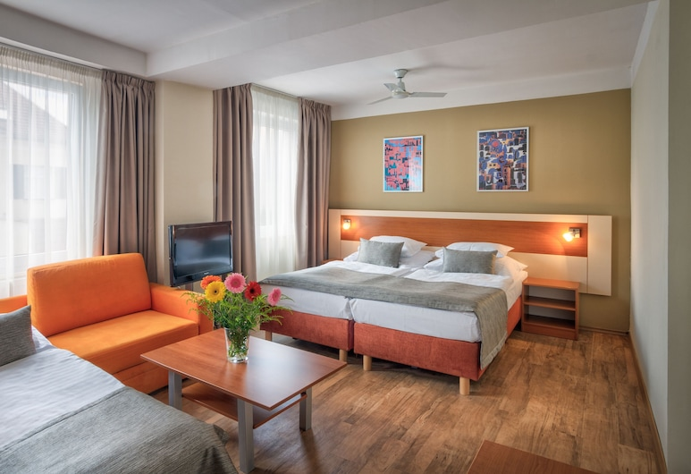 Aida Hotel, Prague, Standard Quadruple Room, Guest Room