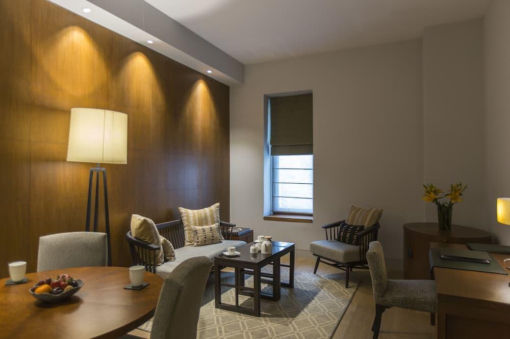 Manor Suite - Living Area