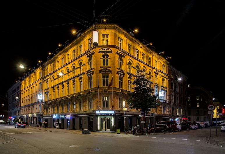早安城市哥本哈根之星飯店, 哥本哈根, 飯店入口 - 夜景