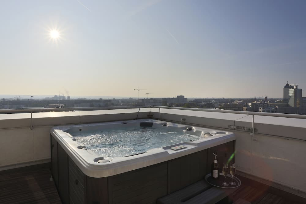 Exclusive Penthouse, 2 Bedrooms, City View - Balcony