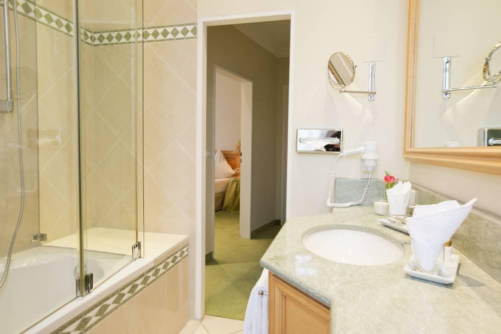 Junior Suite, 1 Bedroom, City View - Bathroom