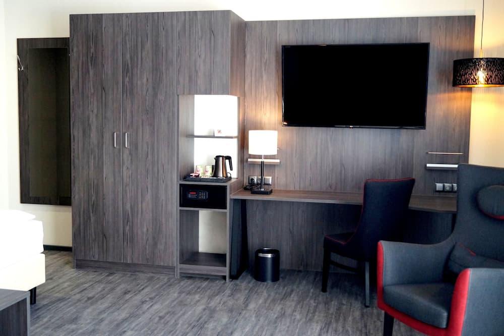 Comfort Single Room, Courtyard View - Living Area