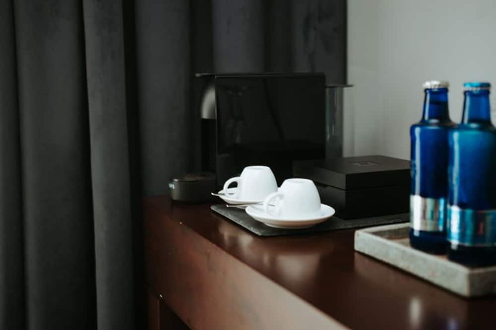 Deluxe Double Room, Lake View (20m²) - Living Area