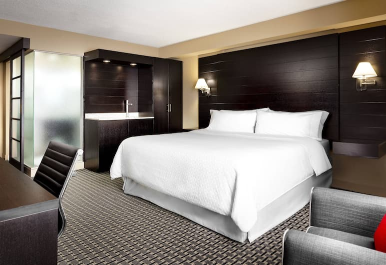 Four Points by Sheraton Mississauga Meadowvale, Mississauga, Executive Room, 1 King Bed, Guest Room
