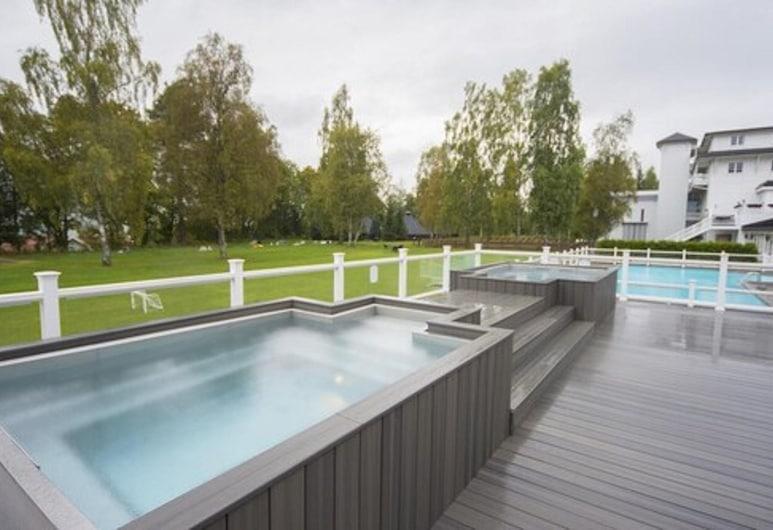 Scandic Lillehammer Hotel, Lillehammer, Kylpyallas ulkona