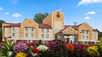 Enter your dates to get the Huntersville hotel deal