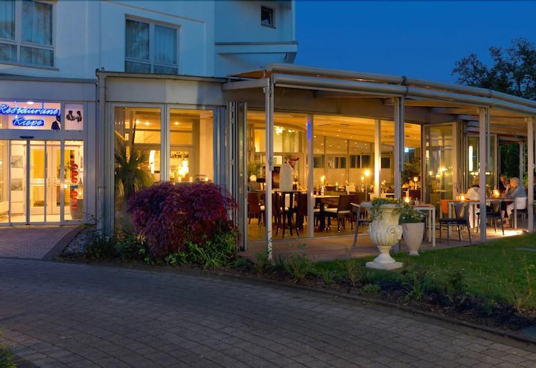 Ringhotel Am Stadtpark, Lünen, Průčelí hotelu ve dne/v noci