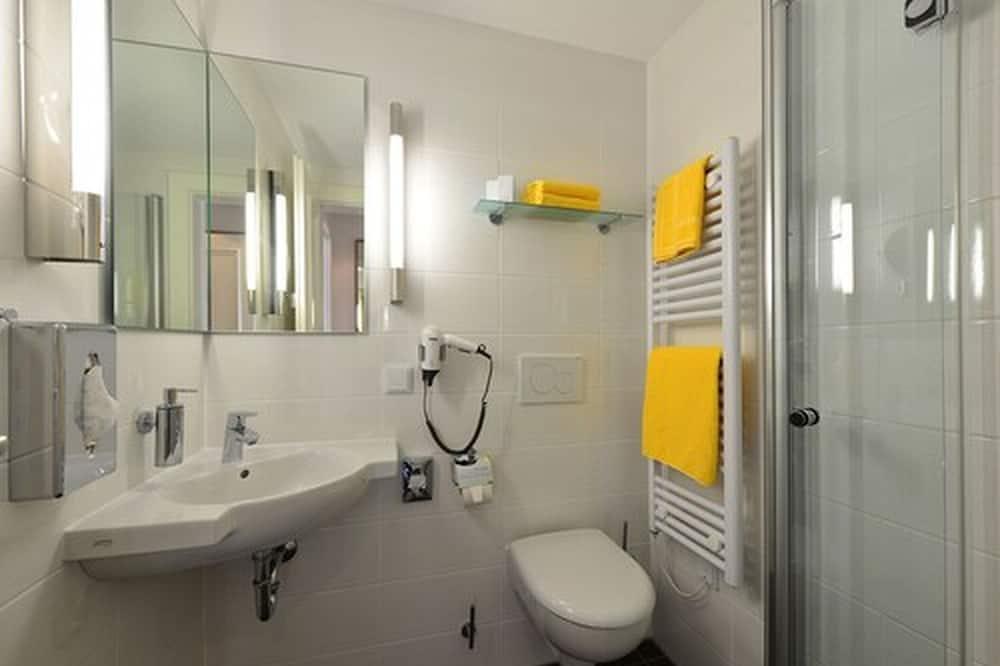 Standard szoba kétszemélyes ággyal egy fő részére, 1 kétszemélyes ágy - Fürdőszoba