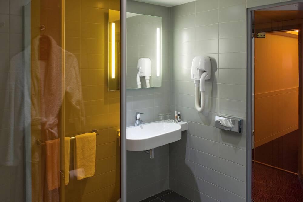 Classic Double Room, 1 Double Bed - Bathroom