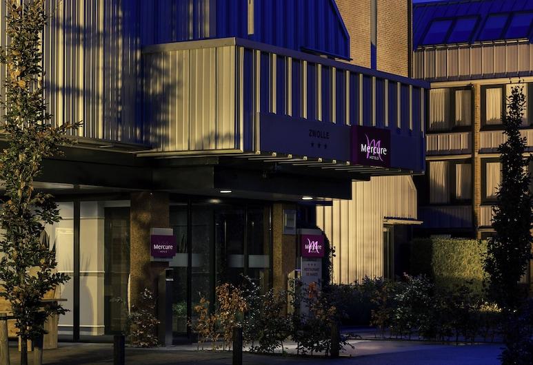 Mercure City Zwolle Hotel , Zwolle, Hotelfassade am Abend/bei Nacht