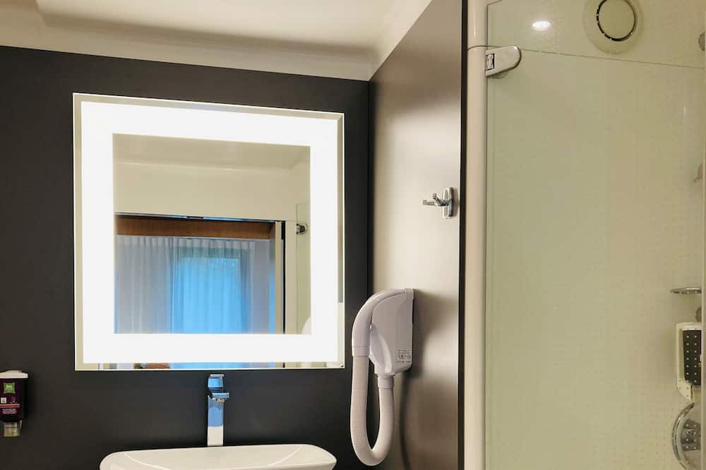 Family Suite, 1 Double Bed with Sofa bed - Bathroom