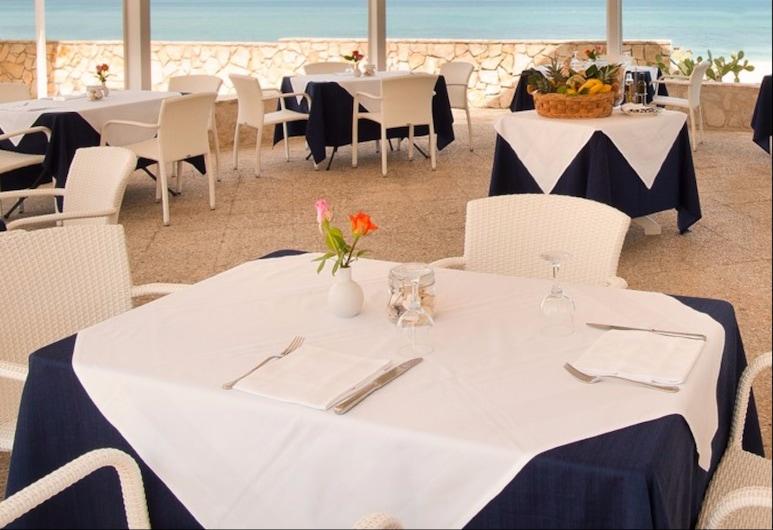 Hotel Del Levante, Fasano, Tempat Makan Luar Ruangan