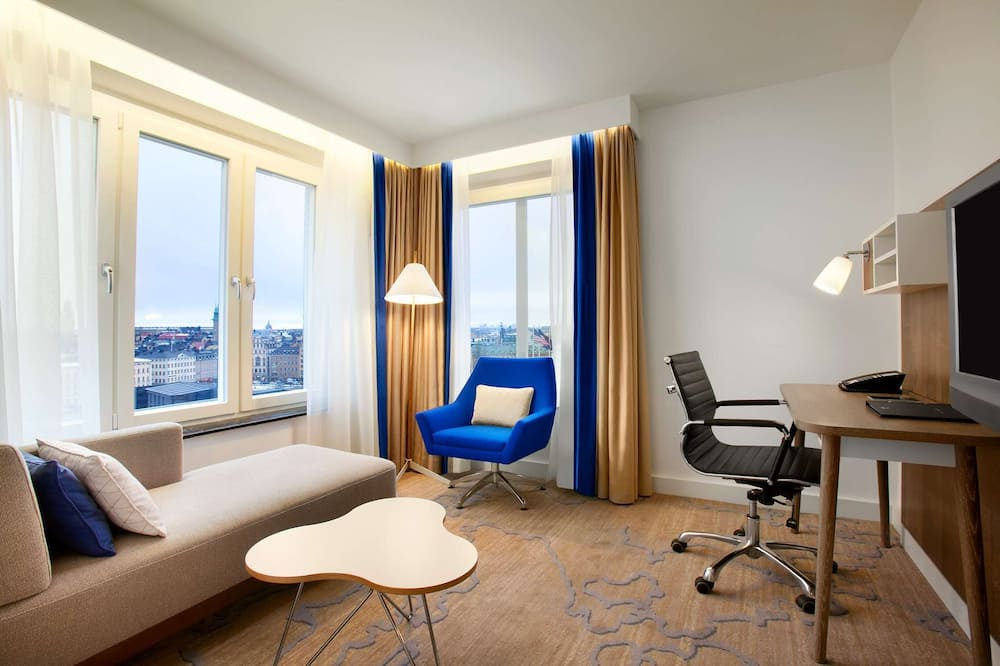 Junior Suite, 1 King Bed with Sofa bed (Executive Lounge Access) - Living Area