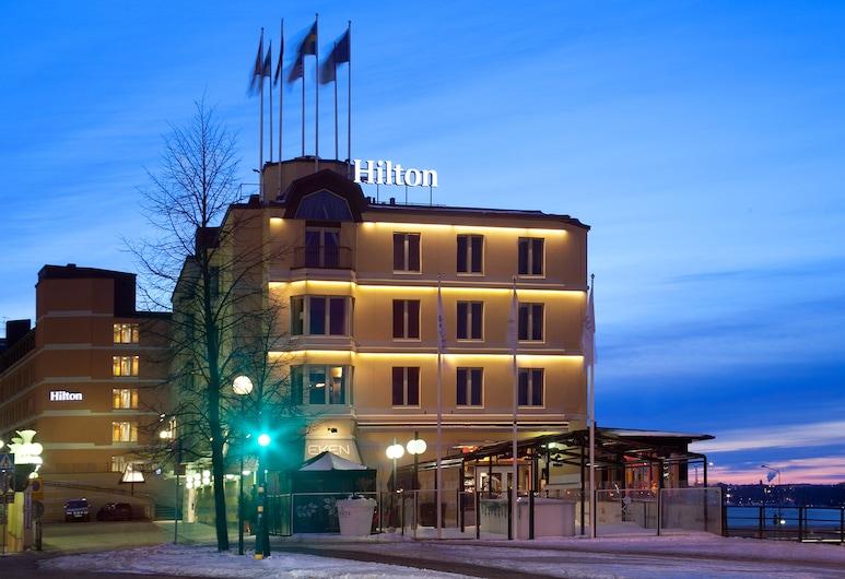 Hilton Stockholm Slussen, Stockholm, Hotelfassade am Abend/bei Nacht