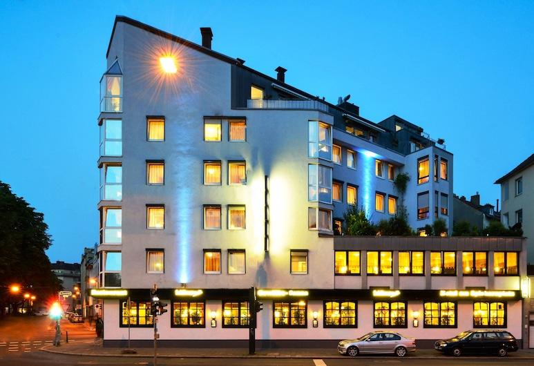 Hotel am Spichernplatz, Düsseldorf, Hotelfassade am Abend/bei Nacht