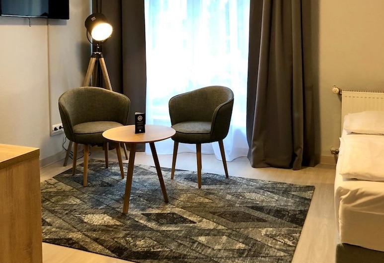 Arthotel ANA Eden Karlsruhe, Karlsruhe, Superior Double Room, Living Area
