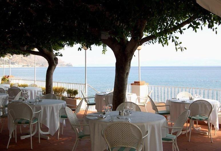 地中海利多酒店, 陶尔米纳, 室外用餐