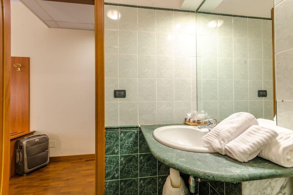 Triple Room - ห้องน้ำ
