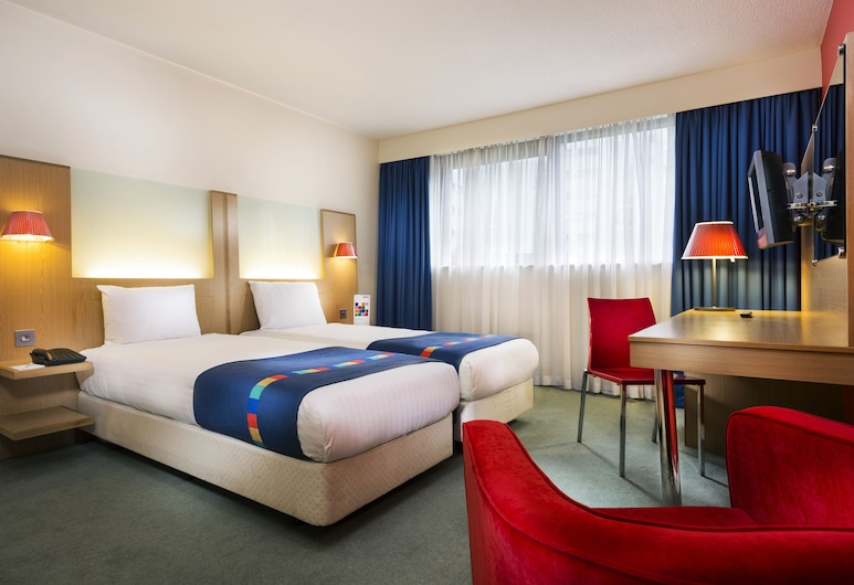 Park Inn by Radisson Cardiff City Centre, Cardiff, Standard Guest room, Guest Room