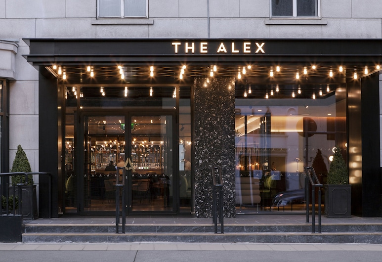The Alex, Dublin, Otelin Önü