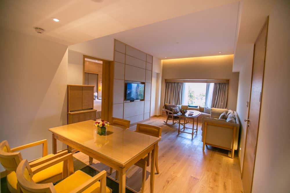 Apartament luksusowy typu Suite, Łóżko king, widok na morze - Salon