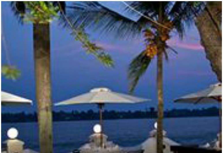 Taj Malabar Resort & Spa, Cochin, Kočis, Viešbučio fasadas vakare / naktį