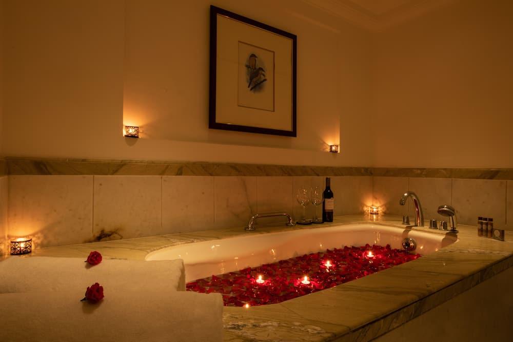 Private spa tub