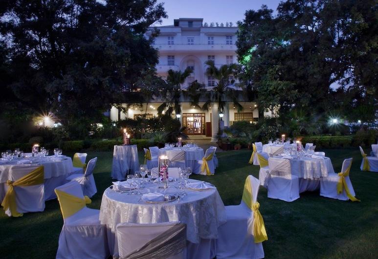 أمباسادور، نيو دلهي آي آيتش سي إل سيليكشنز, نيو دلهي, منطقة مكشوفة لإقامة حفلات الزفاف