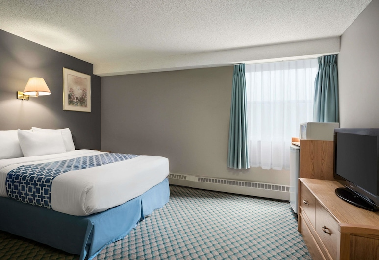 Travelodge by Wyndham Edmonton Airport, Leduc, Suite, 1 Queen Bed, Non Smoking, Guest Room