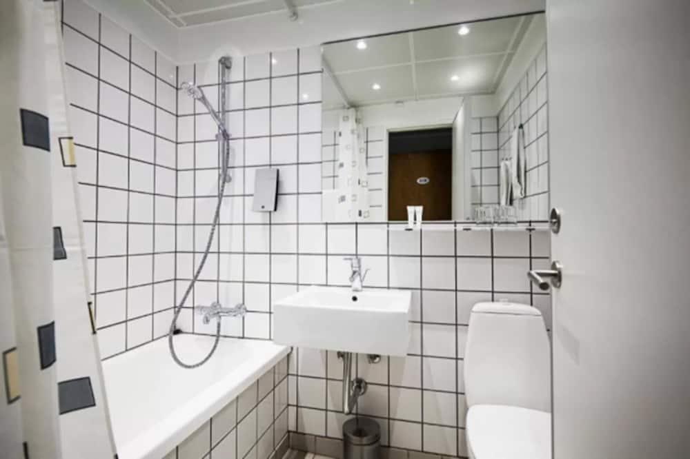 Полулюкс, вид на город (CITY SUITE) - Ванная комната