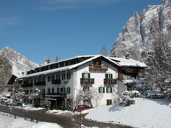 Enter your dates for our Cortina d'Ampezzo last minute prices