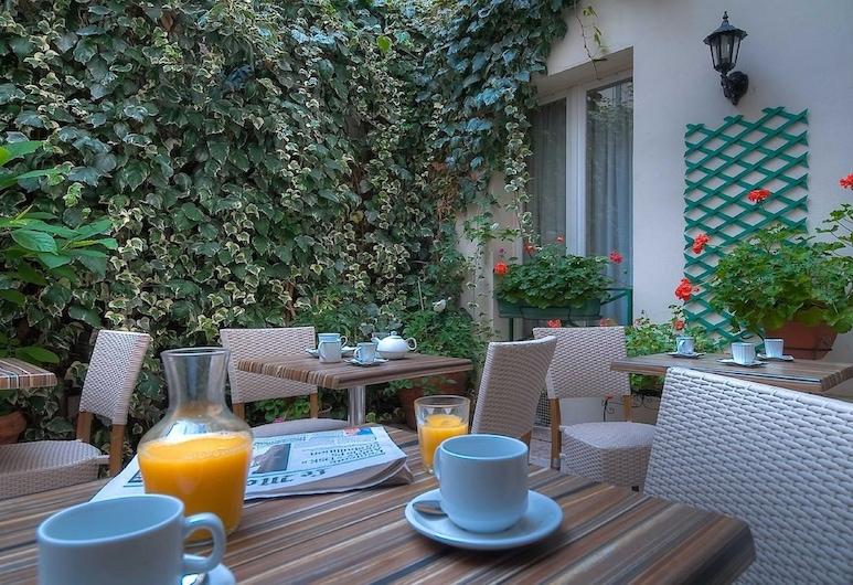 Hotel de l'Alma, Paris, Restauration en terrasse
