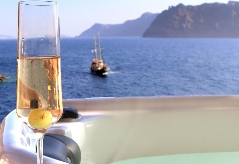 Amoudi Villas, Santorini, Honeymoon Apartment, Balcony, Sea View (Jetted Tub), Jetted Tub