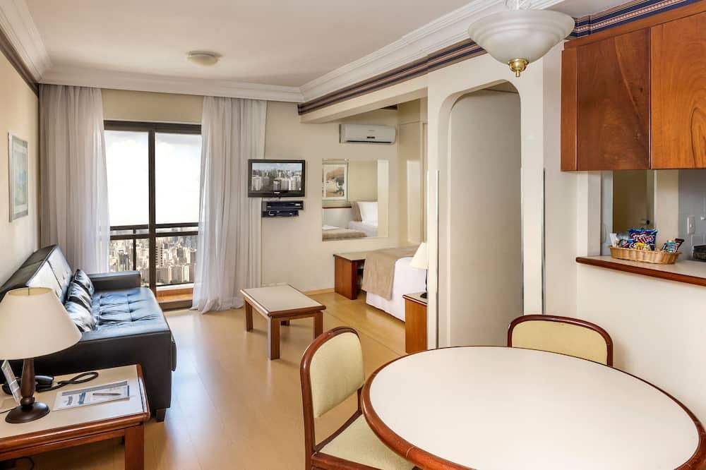 Paaugstināta komforta divvietīgs numurs, vairākas gultas - Dzīvojamā istaba