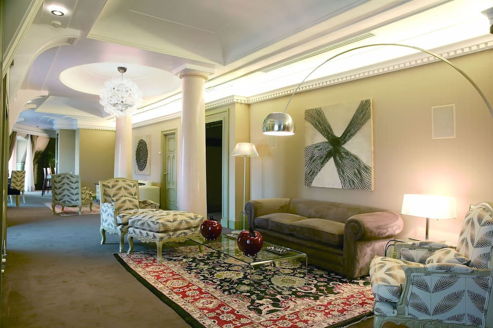 Presidential Suite, City View - Living Room
