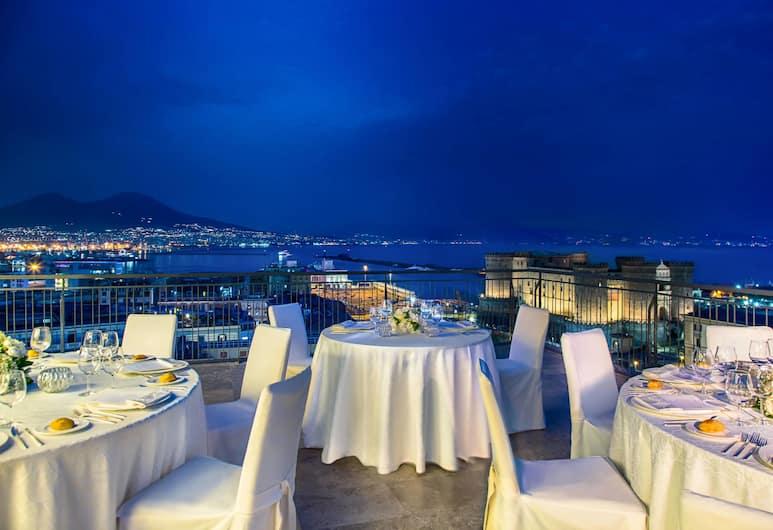 Renaissance Naples Mediterraneo, Napoli, Ristorazione all'aperto