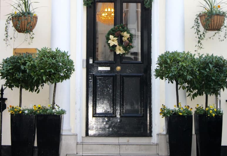 Reem Hotel, London, Hotellfasad