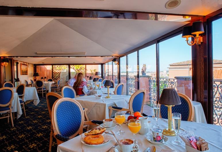 Hotel Barberini, Rome, Terrace/Patio