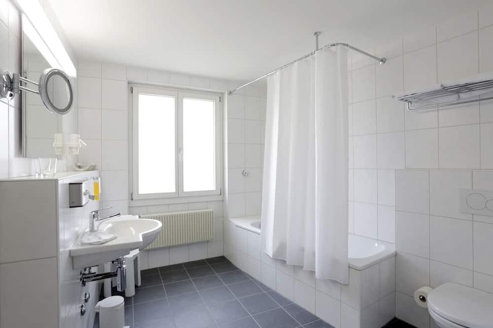Suite, 2 Twin Beds - Bathroom