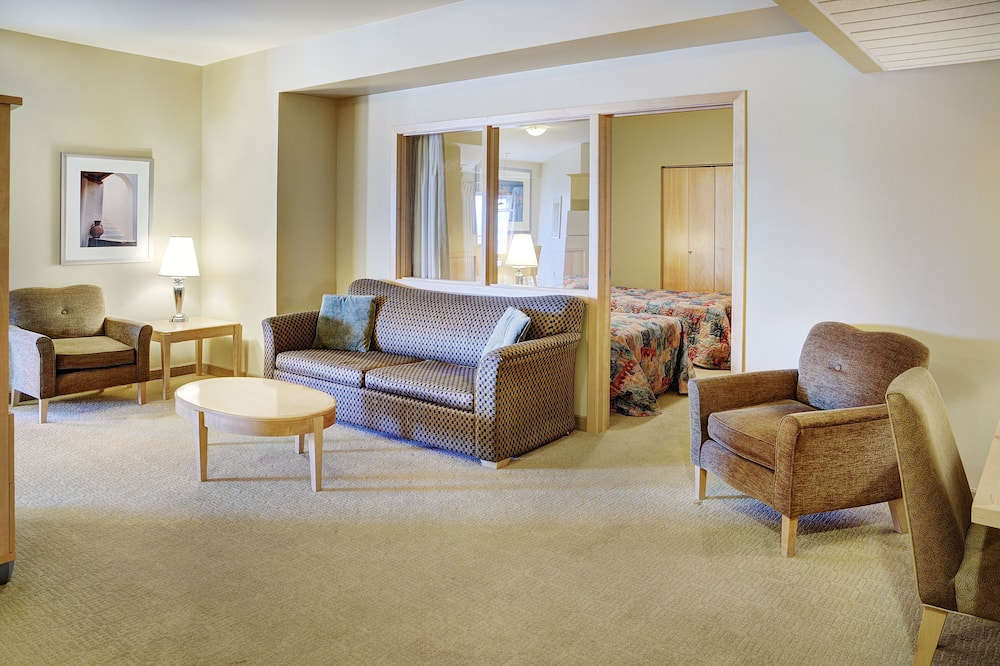 Traditional Double Room, 2 Queen Beds - Living Area