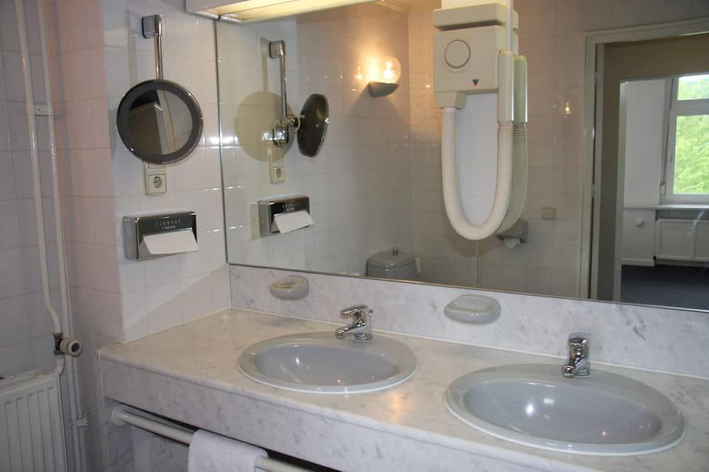 Grand Double Room - Bathroom