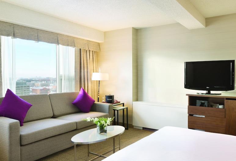 Coast Edmonton Plaza Hotel by APA, Edmonton, Premium Suite, 1 King Bed (Coast Premium King Suite), Guest Room